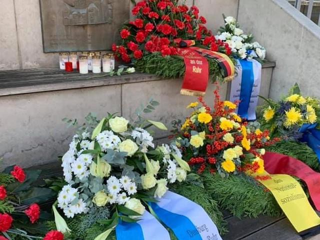 """Aufregung in sozialen Medien - """"Verschissmuss""""-Fehler auf Trauerschleife: SPD glaubt an Sabotageakt"""