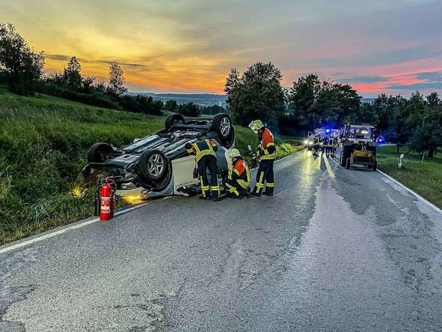 Unfall in Herrenberg: Auto überschlägt sich – 59-jähriger Fahrer schwer verletzt