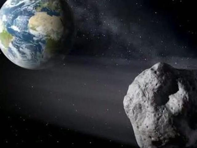 370 Meter großer Asteroid fliegt an der Erde vorbei