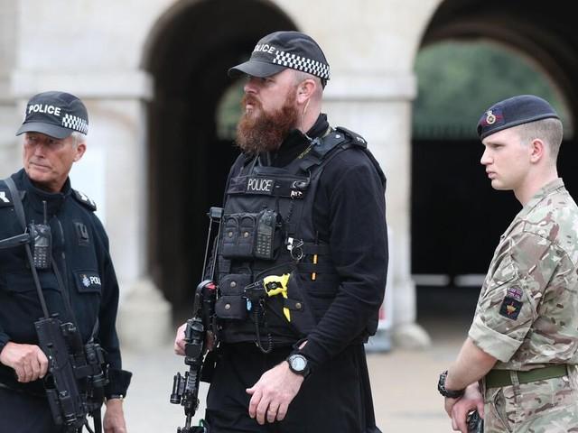 Nach Anschlag auf U-Bahn in London: Polizei durchsucht Wohnung nahe London