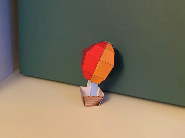 Bastelbogen: Ein Heißluftballon aus Papier