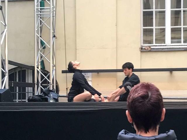 Stuttgarter Ballett tanzt draußen: Edward Clug probt im Opernhaus-Hinterhof