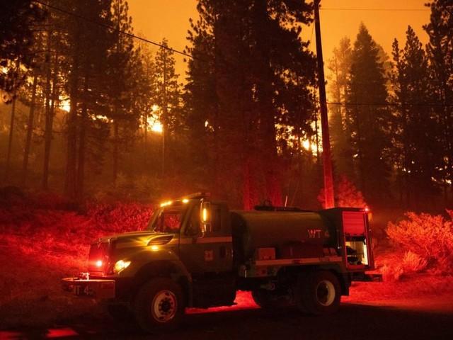 Tausende fliehen vor Waldbrand um Lake Tahoe in Kalifornien