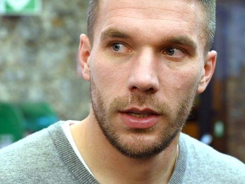 1. FC Köln - Mitgliederversammlung: Podolski widerspricht FC-Präsident