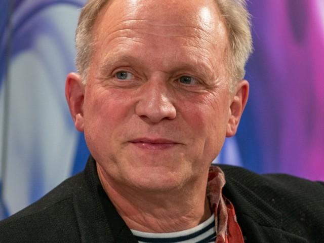 """Treppensteigen als """"pandemischer Sport"""" - So bleibt """"Tatort""""-Star Ulrich Tukur im Lockdown fit"""