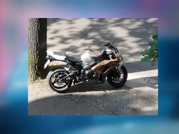 Westend: Polizei sucht mit Motorrad-Foto nach Einbrechern