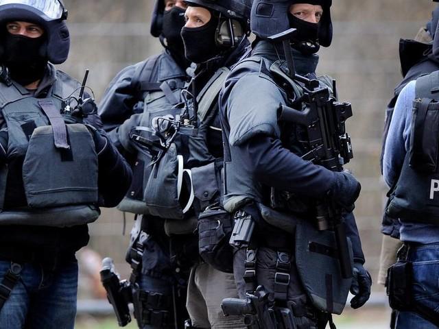 Schlag gegen organisierten Drogenhandel: Spezialeinheiten durchsuchen Gebäude in Düsseldorf, Meerbusch, Neuss und Kaarst