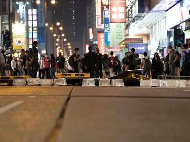 Proteste in Hongkong: Polizei schießt Demonstranten an
