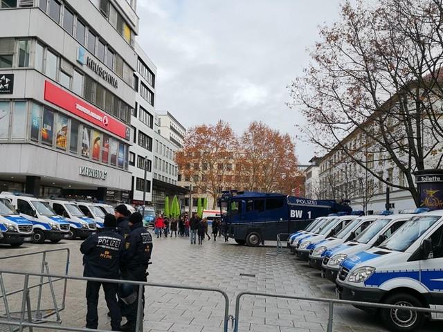 AfD-Kundgebung am Kronprinzplatz: AfD provoziert mit Gelbwesten auf Stuttgart-Demo