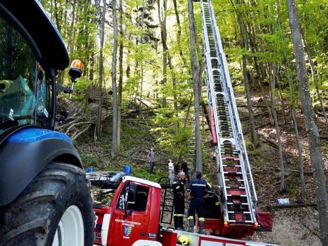 Paragleiterin stürzte ab: Rettung aus 25 Meter Höhe