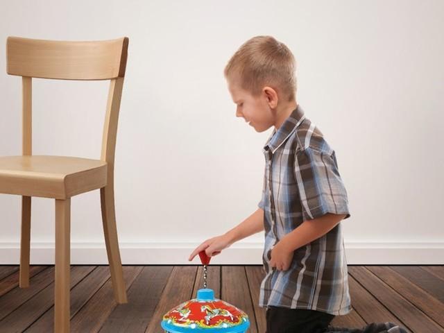 Kleiner Timmy (9) bekommt endlich auch einen Fidget Spinner [Video]
