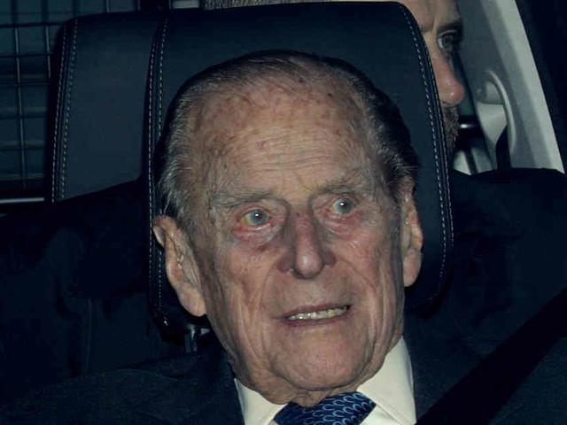 Selbst am Steuer: Britischer Prinz Philip in Autounfall verwickelt