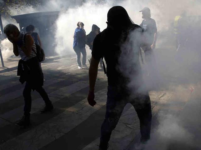 Unruhen in Paris: Tränengaswolken bei Demons auf Champs-Élysées