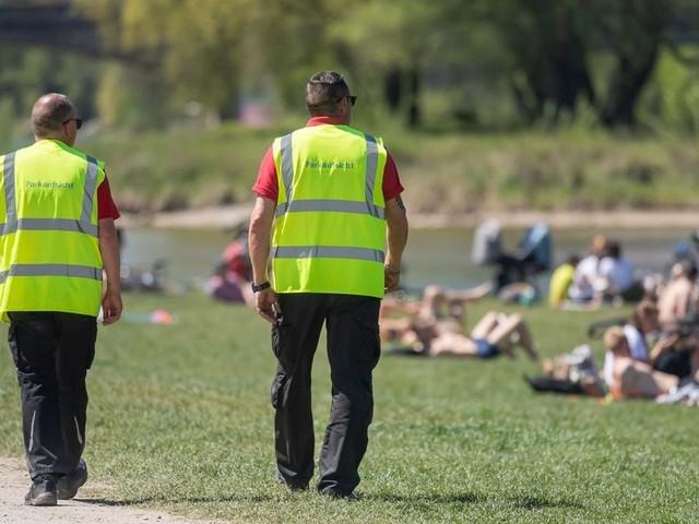 Münchner Polizei: 19 verletzte Beamte nach Einsatz inPark