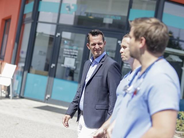Nahe Gesundheitsversorgung: Minister besucht PVZ St. Pölten