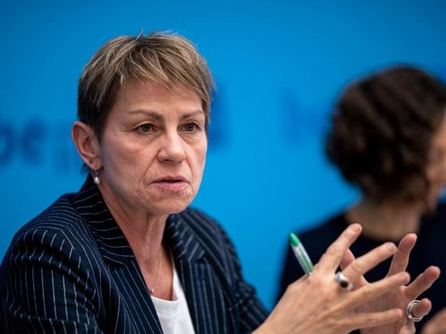 Berlin: Linken-Senatorin Breitenbach verteidigt Plan für eine Migrationsquote