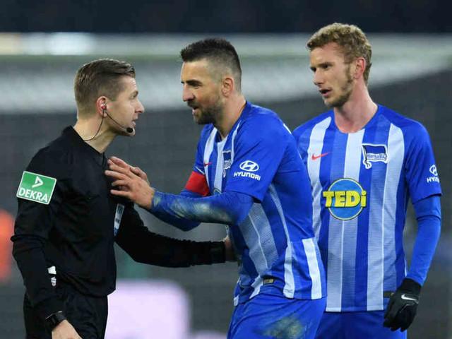 Nach Platzverweis gegen Dortmund: Harte Strafe für Hertha-Angreifer Vedad Ibisevic