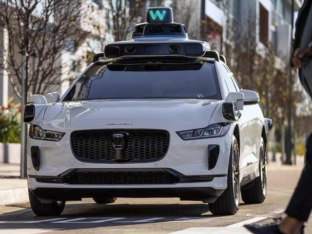 Waymo Roboter-Taxi rammt E-Rollerfahrer – Schuldfrage sorgt für Überraschung