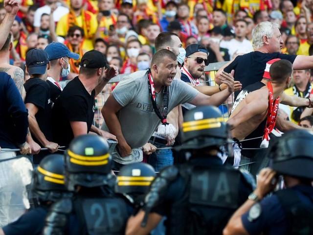 Platzsturm in Frankreich: Fans lieferten sich blutige Schlägerei