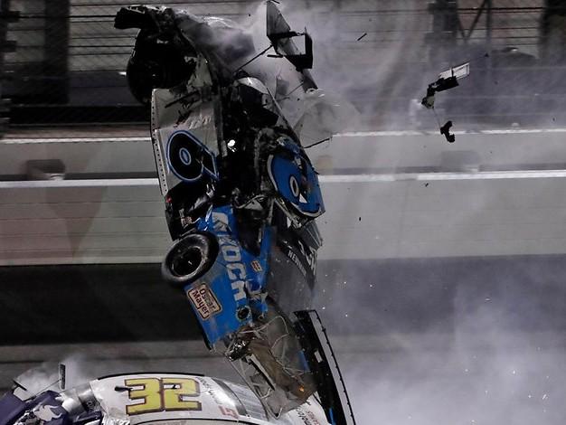 Nach Horror-Crash im Krankenhaus: Nascar-Rennfahrer überschlägt sich bei Daytona 500