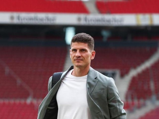 "Gomez lobt Ex-Kollegen van Bommel: ""Ein geborener Trainer"""