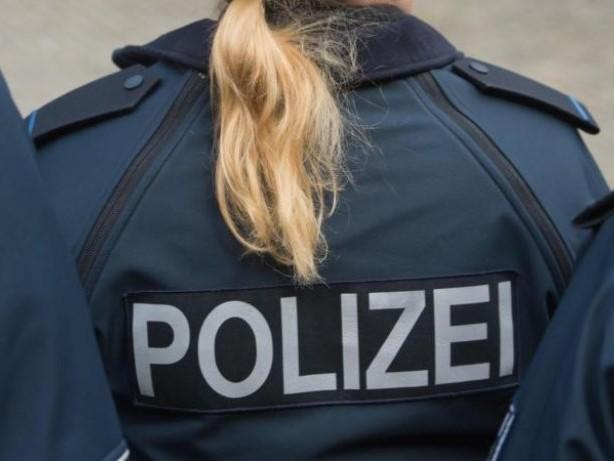 Notfälle: Polizei hilft Schafherde über die Straße