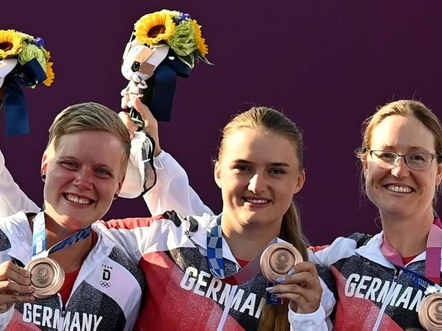 Bogenschützinnen feiern nach Volltreffer Team-Bronze