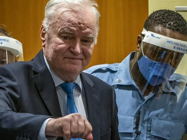 Gericht bestätigt lebenslange Haft gegen Mladic wegen Völkermords