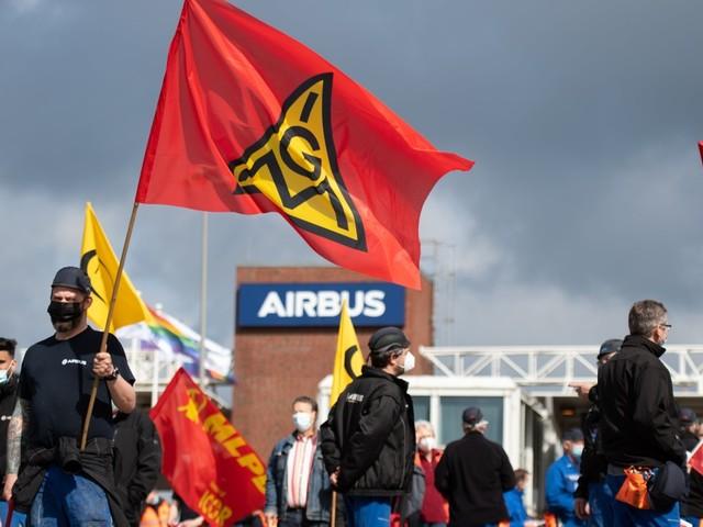 """""""Lassen uns nicht zerschlagen"""": Warnstreik bei Airbus und Aerotec"""