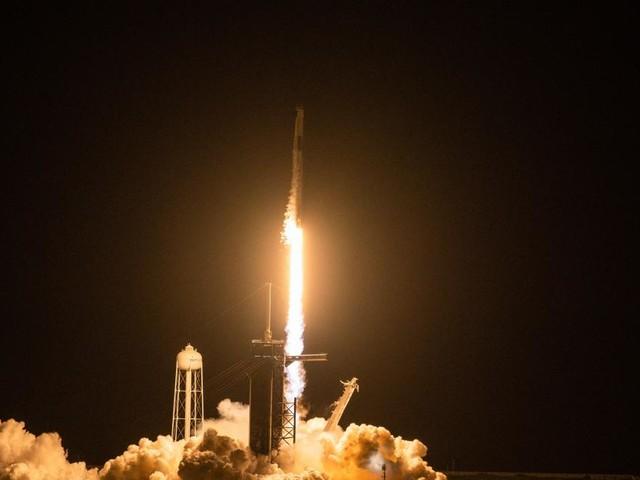 SpaceX: Erste rein zivile Besatzung ins All gestartet