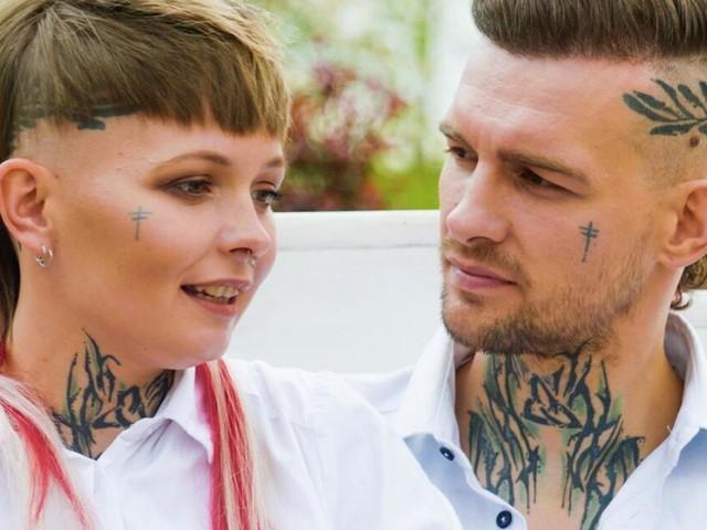Eric und Edith Stehfest erläutern die Bedeutung ihrer Tattoos