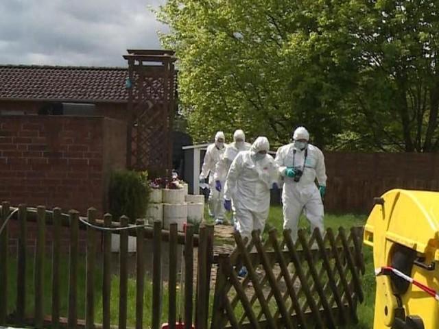Mutter und Sohn tot im Haus entdeckt: Elfjährige vermisst