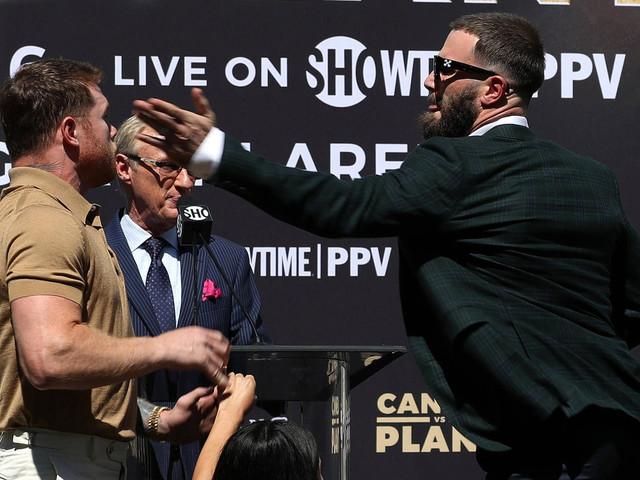 """Boxen: Saul """"Canelo"""" Alvarez und Caleb Plant prügeln sich auf Pressekonferenz"""