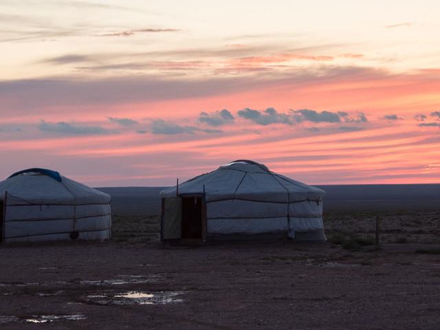 In der Jurte übernachten, so wie Nomaden in der Mongolei