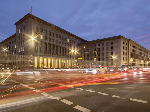 Bilanz des Finanzministers: Die sieben Flecken auf Olaf Scholz' weißem Hemd