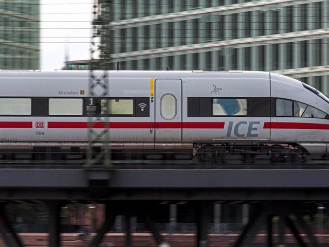 Billigere Bahn, teurere Flüge: Berlin bringt Klimapaket teilweise auf den Weg