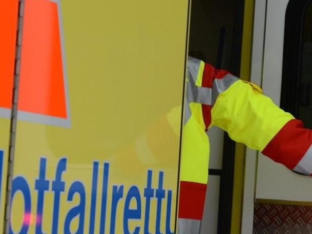 Unfälle: Rettungswagen kollidiert mit Auto: Drei Verletzte