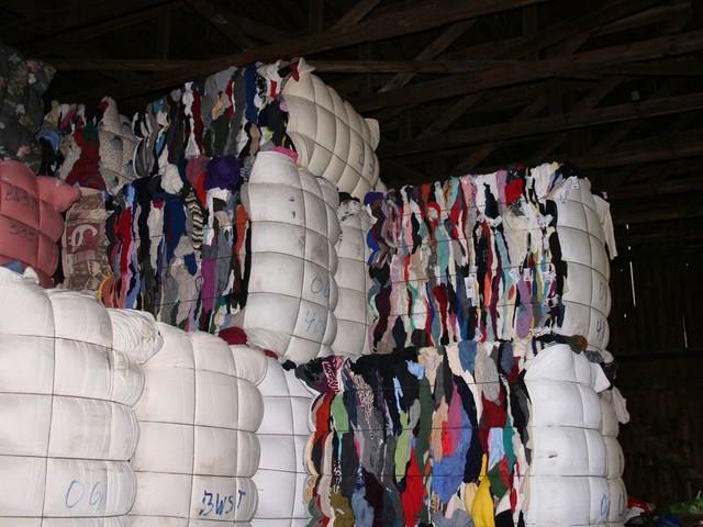 Recycling am Limit: Die Altkleiderbranche erstickt im Textilmüll