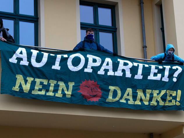Streit um Dannenröder Forst und A49: Aktivist*innen attackieren Grüne