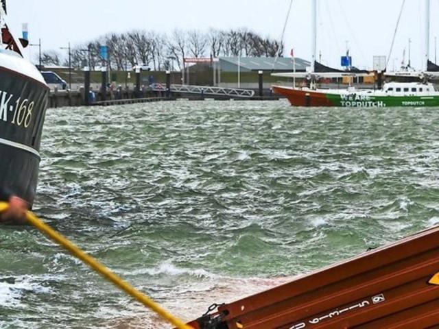 Bergung von rund 300 Containern in der Nordsee hat begonnen