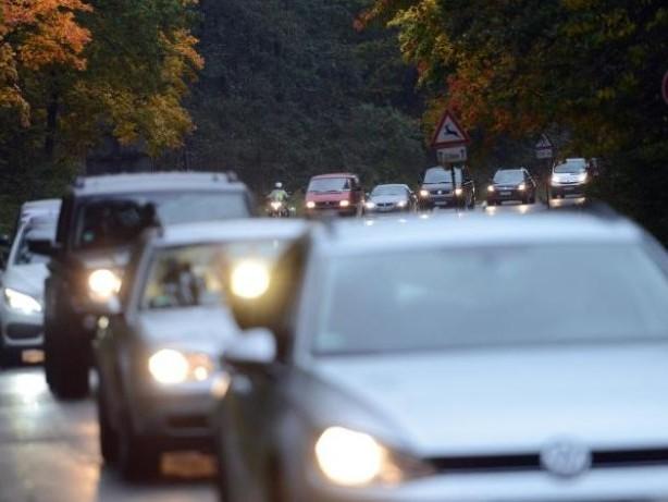 Licht, Sicht, Tempo: Wie Autofahrer sicher durch den Herbst kommen