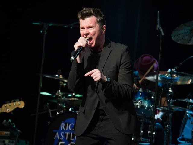 Foo Fighters rickrollen ihr Publikum – mit dem echten Rick Astley