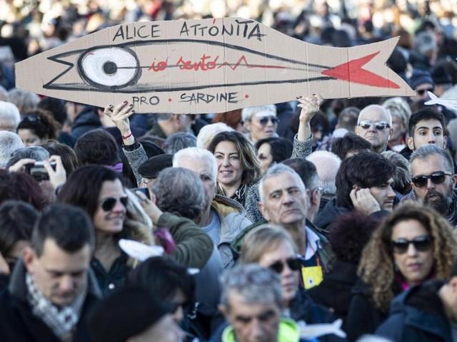 """Großdemo in Rom: Was Salvini mit """"Sardinen"""" und Nutella verbindet"""