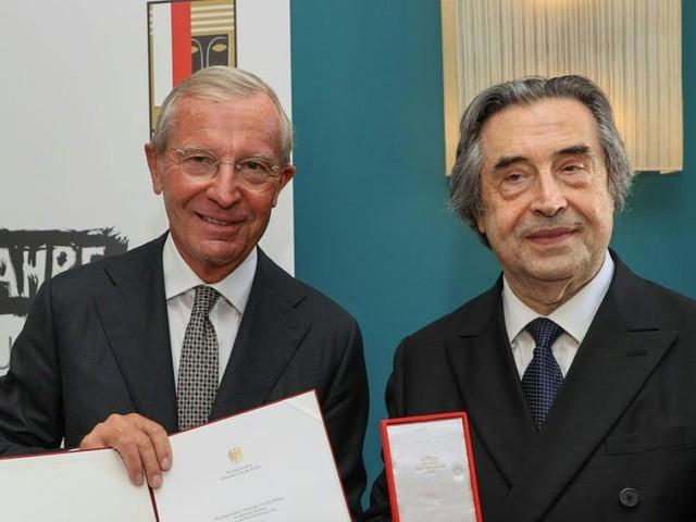 Großes Goldenes Ehrenzeichen der Republik für Dirigent Riccardo Muti