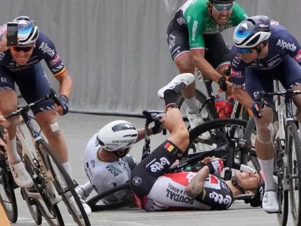 Radsport: Tour de France: Brutale Stürze überschatten ersten Sprint