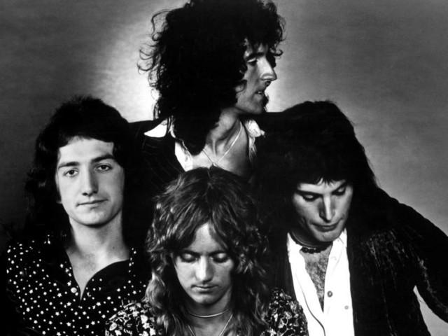 Hier sehen: Queen – Behind The Rhapsody