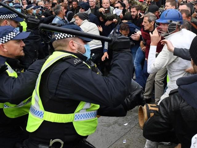 Zusammenstöße mit der Polizei bei Corona-Protesten in London