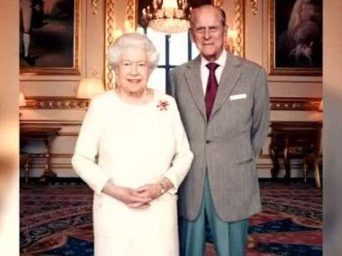 Queen Elizabeth II. und Prinz Philip stellen ihr Verlobungsfoto nach