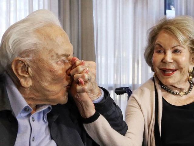 Witwe von Kirk Douglas mit 102Jahren gestorben