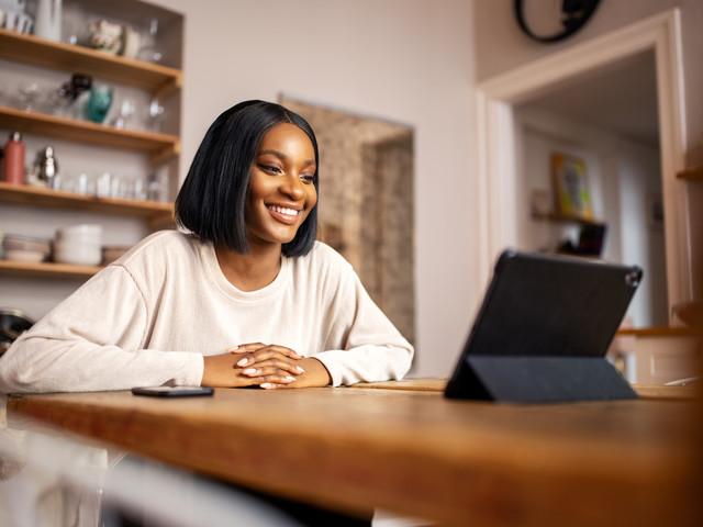 Nie wieder schlechtes Licht: 5 einfache Tricks, um im Video Call gut auszusehen